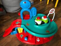 Whizz Kids interactive garage and 2 cars