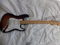 Fender USA standard stratocaster in sunburst with hardcase 2004