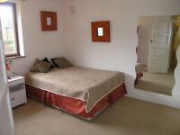 Catchment area for popular Bishop Gilpin Primary School!2 Bed Flat in Ricards Road, Wimbledon, SW19!