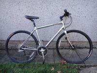 Specialized sirrus sport bike 700 wheels 24 gears, 22 inch aluminium frame disc brakes