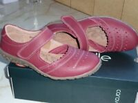 Red Caravelle Shoes Size 4