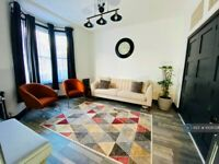 3 bedroom house in Portree Street, London, E14 (3 bed) (#1009728)