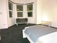 One bedroom Flat with sitting room, own kitchen & bathroom - South East London travel zone 3
