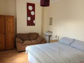 SPACIOUS DOUBLES TO RENT CHADWICK ST - LISBURN ROAD