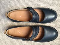 Clarks ladies leather shoes size 7
