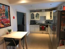Large En-Suite Room with Built-In Wardrobe To Rent in Exeter EX1