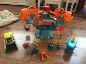 Octonaughts toy bundle including octopod