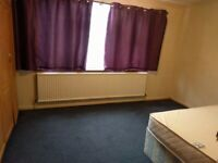 Extra Large double room suitable for couples in harrow (£600 per month including all bills)