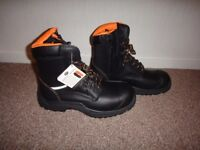 V12 Steel toe cap safety work boots with zips and laces NEW size 9 call or text 07754491013