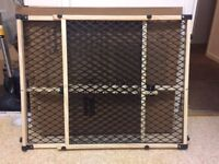 Pet stair gate easily moveable