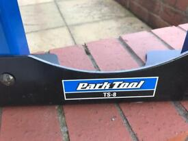 Park tool TS8 truing stand