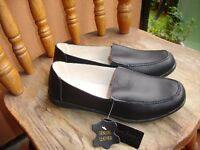 Ladies Black Leather Shoes size 7---Brand New with Tags!