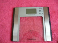 7 IN 1 BATHROOM SCALES