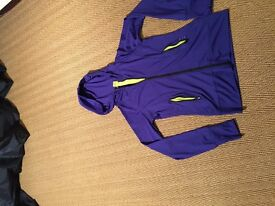 STRETCHY FITTED HOODED TOP