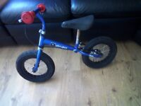 Kids stompee balance bike £15 needs a cleen