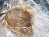 This blonde wig long right for fancy dress