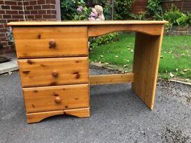 Small desk suitable for children's homework