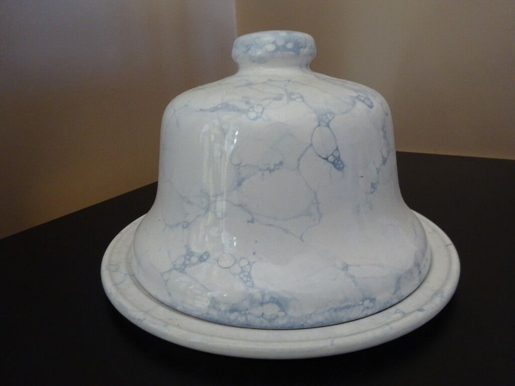 WHITE & BLUE MARBLED CHEESE BOARD & DOME COVER