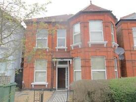 Studio flat in Manstone Road, Kilburn