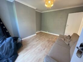 2 bedroom Ground floor flat to rent with garden Queensbury