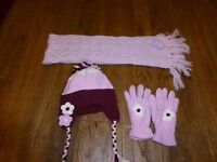 Girls age 7-10 thinsulate Hat and gloves and woollen scarf