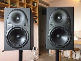 MACKIE HR 624 Active Studio Monitor (pair) with stand and box