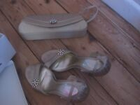 Gold shoes and bag with dimonte flower