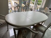 BARGAIN EXTENDING DINING TABLE AND 6 CHAIRS!!!