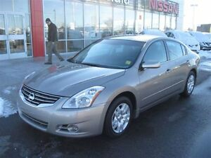 2012 Nissan Altima 2.5 S.2nd owner , Air , tilt ,power windows a