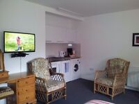 SELF CATERING, SUITABLE FOR WORKMEN IN LOCH NESS AREA - QUIET, CLEAN, PARKING, WI-FI, ALL INCLUSIVE