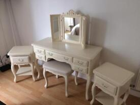 Dresser and bedside table set