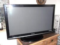 """PANASONIC Viera TX-P42S10 42""""Full HD 1080p plazma with built-in freeview TV"""