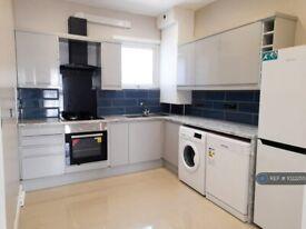 2 bedroom flat in Cambridge Road, Kingston Upon Thames, KT1 (2 bed) (#1022255)