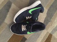 Boys Nike trainers size 11, great condition
