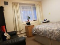 LARGE DOUBLE ROOM FOR RENT IN ACTON NEAR WHITE CITY WEST LONDON W3 ALL BILLS INCLUDED