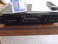 Sony MDS-JE330 MiniDisc player/recorder with remote control