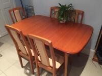 Extendable Dining Room Table w/6 chairs