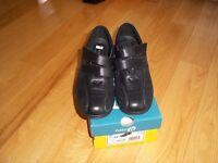 Ladies size 7 triple E new Black shoes