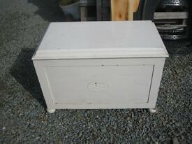 VINTAGE WHITE PAINTED ORNATE VERSATILE CHEST - TRUNK - BLANKET BOX ETC ETC. VIEW/DELIVERY POSSIBLE
