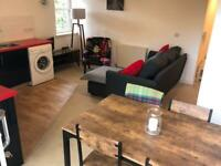 Stylish 2 Bedroom flat with large PRIVATE ROOF TERRACE & PRIVATE PARKING