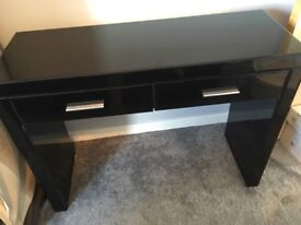 Black dressing table without the mirror