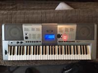 Yamaha keyboard e403 piano