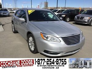 2012 Chrysler 200 Touring w/HEATED SEATS AND REMOTE START!