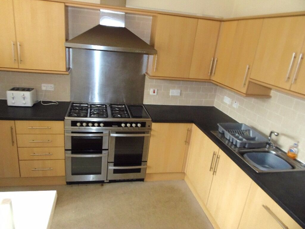 NOW LET - 6 DOUBLE Bed 2 Bath House on Upper Kent Rd in Rusholme 6 x £325pcm All Bills Available