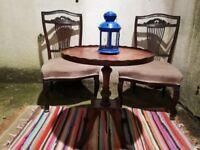 Antique/elegant set table + 2 chairs excellent condition