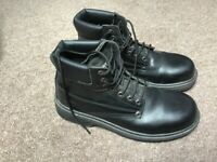Black men's size 9 boots