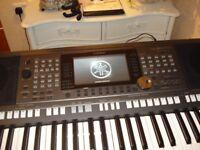 Yamaha S970 Keyboard with stand