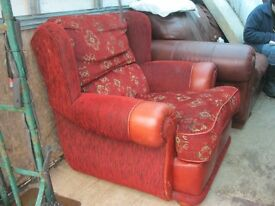 MODERN COMFORTABLE BURGUNDY WIDE SEATED LEATHER & MATERIAL ARMCHAIR. GREAT CONDITION. DELIVERY POSS