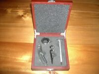 BRAND NEW, 4 PIECE SOMMELIER WINE OPENING SET in the ORIGINAL WOODEN EFFECT GIFT PRESENTATION CASE