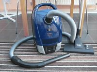 Miele Compact C2 Extreme Powerline Vacuum Cleaner